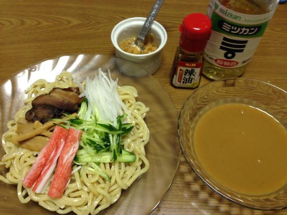 【冷凍つけ麺アレンジレシピ】スープに酢とラー油を足して「冷やし中華風」にしたらウマいのかやってみた