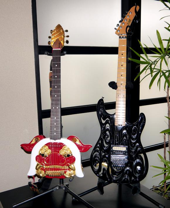 【バンドマン必見】北陸新幹線が開通したら富山の「井波彫刻会館」に行け! 伝統工芸で造られたギターが猛烈にカッコイイぞッ!!