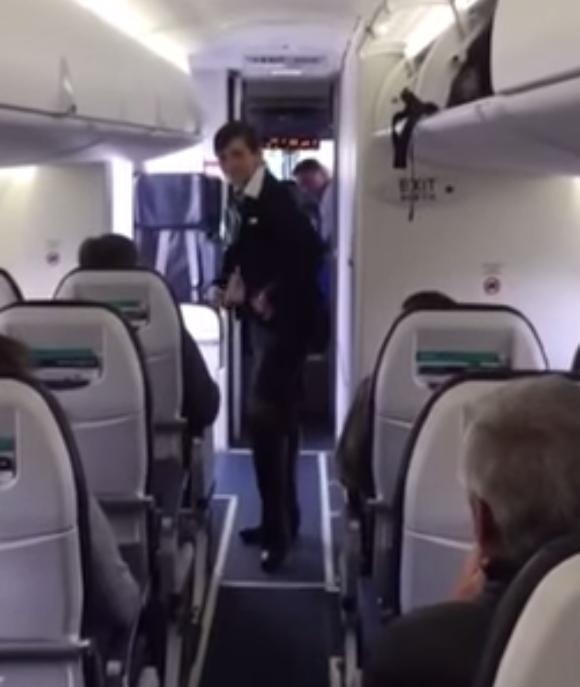 【再生回数500万回突破の大ヒット動画】なんてファンキー! 機内でダンスを披露する客室乗務員さんのサービス精神がパない!