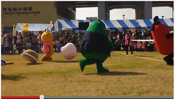 【絶叫】福岡で開催されたゆるキャライベントで驚きの事故! ゆるキャラ2体の頭が相次いで吹っ飛び来場者悲鳴!!
