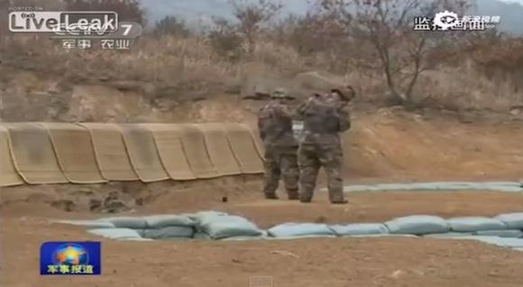 【衝撃動画】投げた手榴弾が足元にポトリ! 中国の軍事訓練で致命的なハプニングが発生