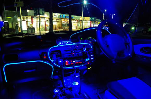 【ミニカ物語】980円で買った軽自動車をLEDドレスアップしまくったら車内が映画『トロン(Tron)』みたいな鬼サイバーな雰囲気になった