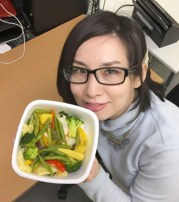 【激レア】一部の吉野家でしか食べられない「ベジ丼」がなかなかイイ! 野菜だけなのに牛丼並みの満足感なのだ / 東京駅八重洲通り店など
