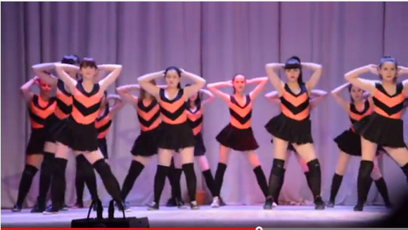 【動画】過激すぎ? ロシアの美少女軍団ダンスが「けしからん」と物議を醸す! 再生回数1200万回超の大注目動画に / 衣装を問題視する声も