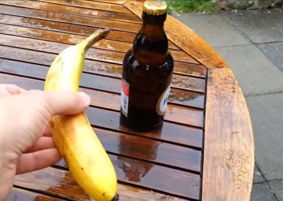 【禁断のライフハック】バナナを使ってビール瓶を開ける方法