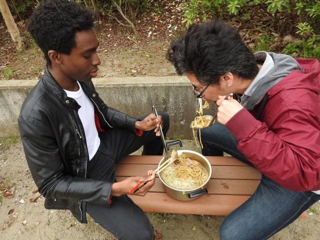 二郎に行ったことないアメリカ人に初めて「ラーメン二郎」を食べてもらった