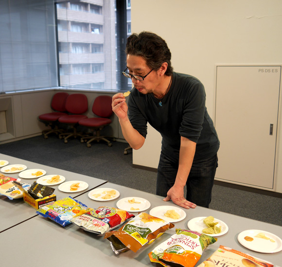 【ガチ判定】変り種ポテトチップス20種類を食べ比べてもっともおいしかった商品はコレだ!