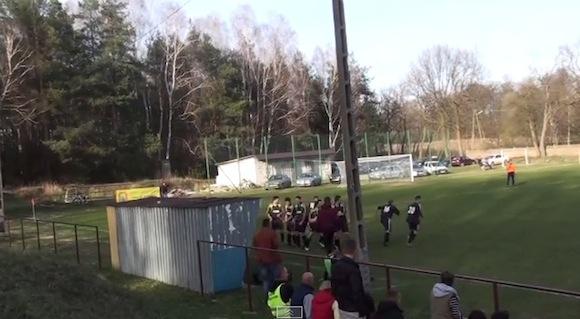 【衝撃サッカー動画】涙不可避! あまりに切なすぎるゴールパフォーマンスが海外で生まれてしまう