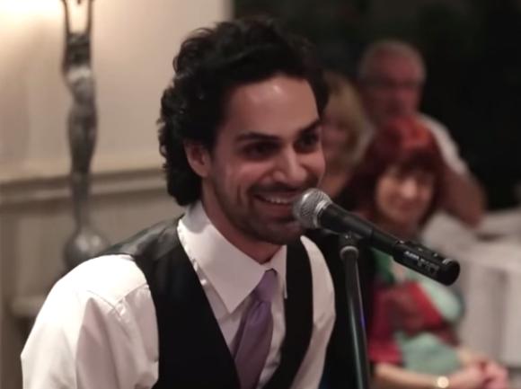 【感動結婚式】弟が兄に捧げた弾き語りがヤバい / ネットの声「今のところ2015年で最高の映像」
