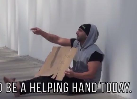 """ホームレスが「お金をあげます」と道行く人に申し出たら…… """"真の豊かさ"""" について考えさせられる社会実験動画"""