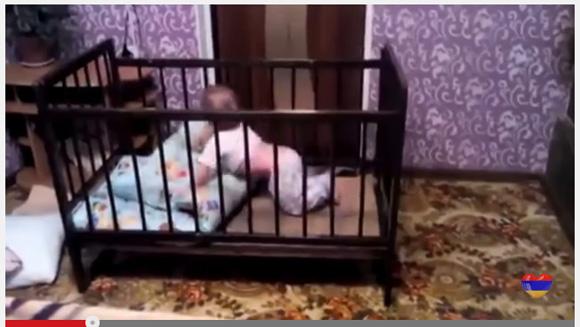 思わず「そうきたか」と言ってしまう! 巧妙すぎる赤ちゃんのベビーベッドからの脱獄