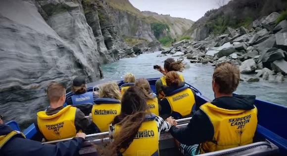 【衝撃動画】スリル満点! ニュージーランドのアドベンチャー「ジェットボート」がエキサイティングすぎる!!