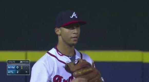 【衝撃野球動画】完全にセーフのはずがアウト! ノーバンで魅せたメジャーリーグの「ショート」がマジでヤバい