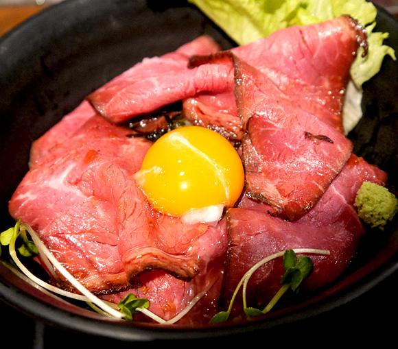 【グルメ】伝説のすた丼屋が4月までの期間限定で「ローストビーフ丼」を販売しているぞ~!