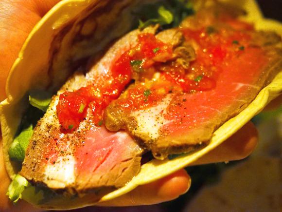 お肉ガッツリのローストビーフタコスが0円! 食べてみたら激ウマだった
