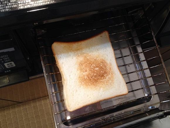 【みんな知ってる当たり前速報】トーストはトースターよりも魚焼きグリルで焼くほうが100倍ウマい!