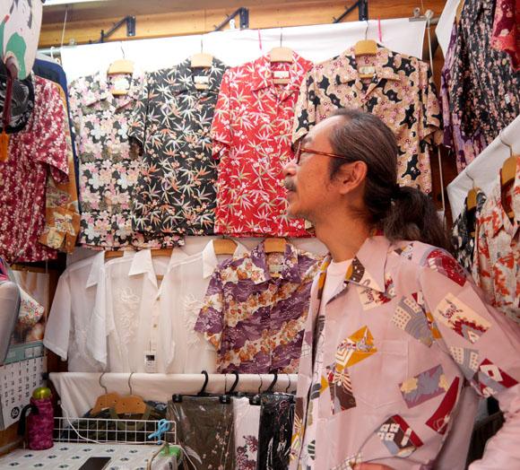 筋肉少女帯人間椅子コラボシングル『地獄のアロハ』の発売を記念してアメ横・浅草に「地獄のアロハシャツ」を探しに行ってみた