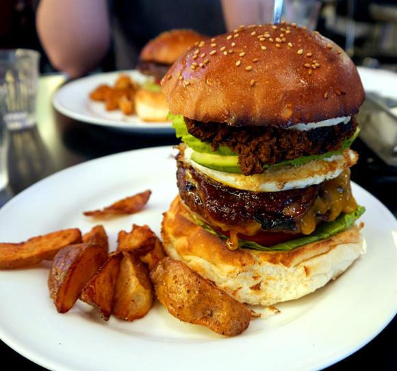 【ハンバーガー批評 第5回】都内でも屈指の評価を得るグルメバーガーのパイオニア「AS CLASSICS DINER」 東京・駒沢
