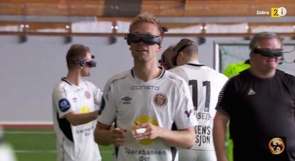【爆笑サッカー動画】上から視点で選手にプレーさせるとまるでゾンビのようになる
