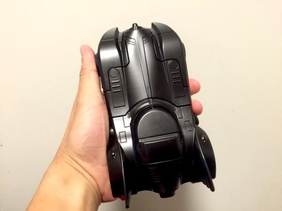 【圧倒的】スマホケース「バットモービル」の存在感がハンパない件 / むしろiPhoneがオマケに見えるレベル