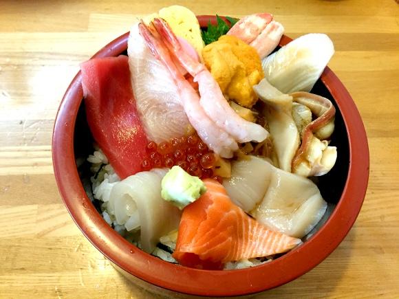 【札幌グルメ】回転寿司「扇」のランチで寿司を食うヤツは素人! 昼は絶対に海鮮丼を頼むべし!!