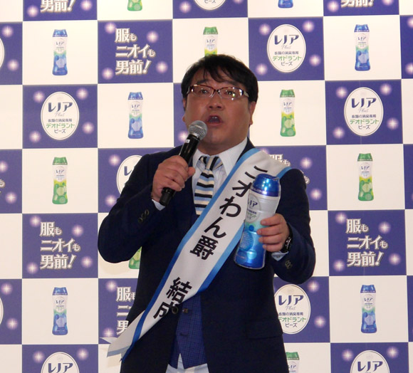 カンニング竹山が地元福岡で髭男爵ひぐち君の消臭チャレンジを判定! チャレンジ成功 & 1日限りの「ニオワン爵」結成