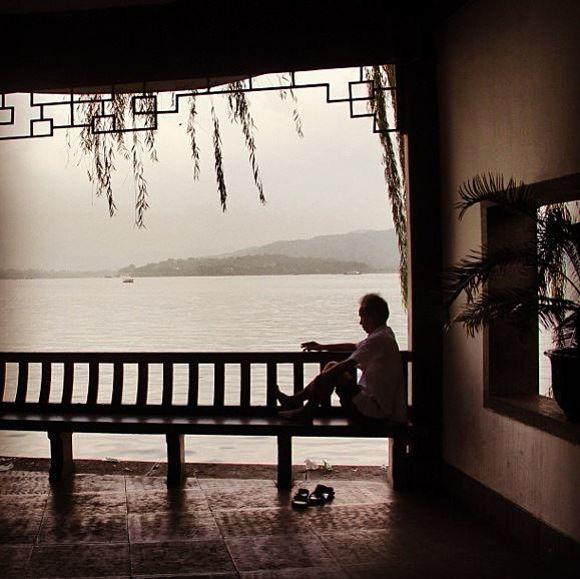【涙が止まらない】ネット上に投稿された「人生で一番孤独だった瞬間」21選