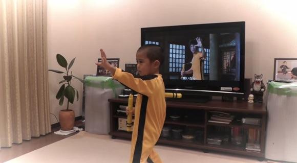 【これは伝説】日本の5歳児がブルース・リーのヌンチャクさばきを完コピした動画がマジでスゴい