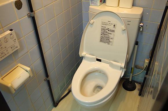 【コラム】駅とかコンビニで知らない人が使ったあとすぐのトイレは絶対使えない / 少しでも臭いがしたらマジで無理