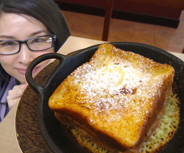 """【知らなきゃ損】コスパ最強説!! ジョナサンの """"一晩漬け込んだフレンチトースト"""" は599円で高級ホテルのような味"""