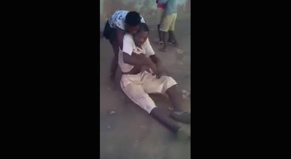 【衝撃格闘動画】ブチギレた女性が自分の倍はあろうかという男性を一発でノックアウト