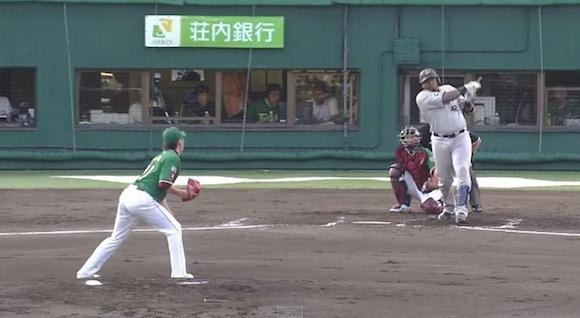 【衝撃野球動画】恐るべきパワー! オリックスのブランコ選手がバットを真っ二つに折りつつホームラン!!