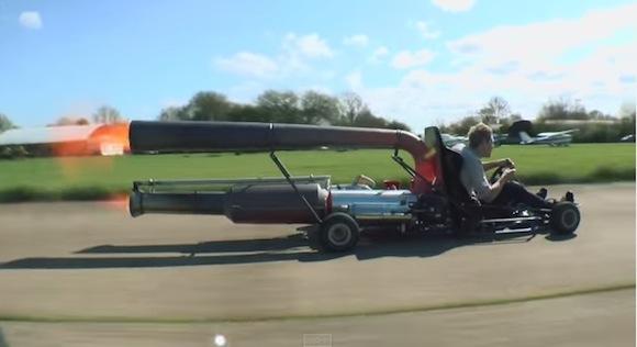 【リアルマリオカート】配管工がジェットエンジンを搭載したカートで時速98キロの大爆走
