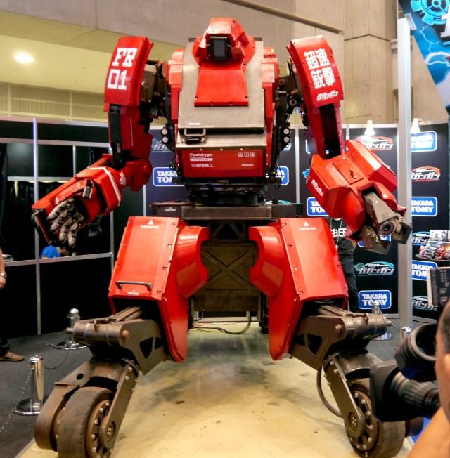 【東京おもちゃショー】日本が世界に誇る巨大ロボ「クラタス」登場! 実は現在アマゾンに在庫があることが判明