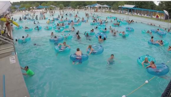 あなたは溺れている子供を見つけられるか? ライフガードが素早い対応で少年を救う決定的瞬間映像 / ネットの声「ライフガードすげー」
