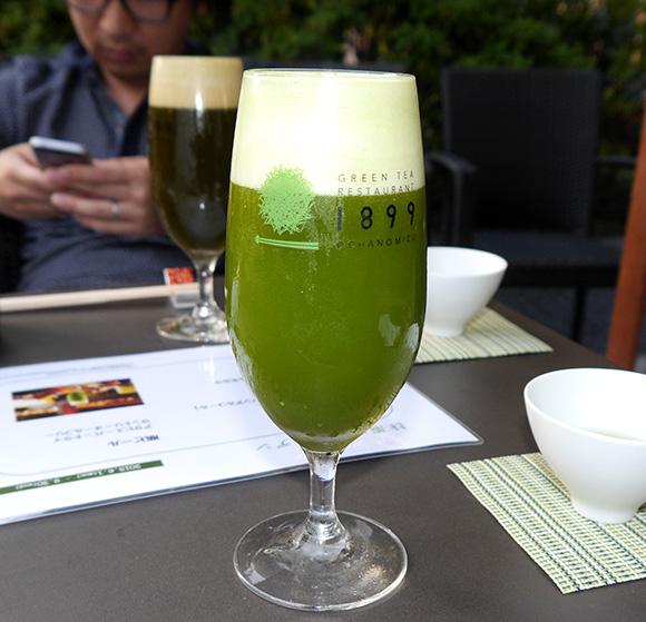 鮮やかな緑色が美しい「抹茶ビール」飲み放題! 抹茶ビアガーデンでお茶まみれになろう!!