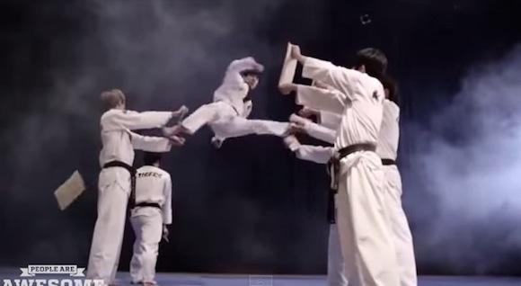 【衝撃格闘動画】何コレかっこいい! 人間業とは思えない動きをする格闘家たちを集めた総集編が超クール!!
