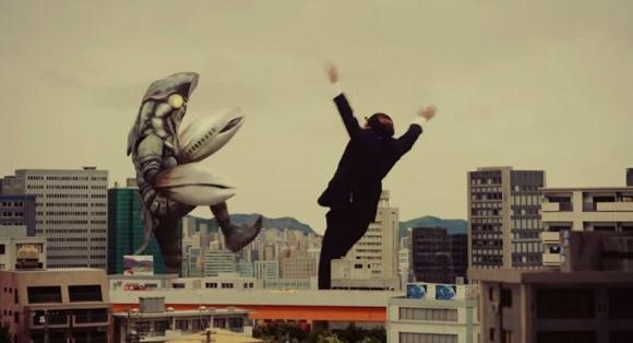 【元気をもらえる動画】バルタン星人と戦う巨大化したオッサンの姿にむせび泣く / オッサン「このまま終われるかよ」