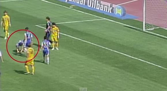 【衝撃動画】前代未聞! 韓国サッカーで驚きのPK妨害事件が発生!!