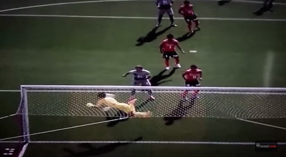【サッカー】元祖・イギータも見た! Jリーグで炸裂した「スコーピオンキック」が海外で話題に!!