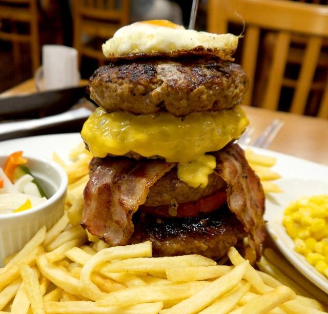 心行くまでハンバーグを堪能できる『シェーンズバーグ』の5段重ねハンバーグ「アメリカンドリーム」 東京・新宿