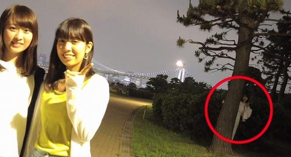【閲覧注意】女子大生が最新スマホで撮った写真に写っていたものとは? しっかりピースサインまで写っててすげええ!