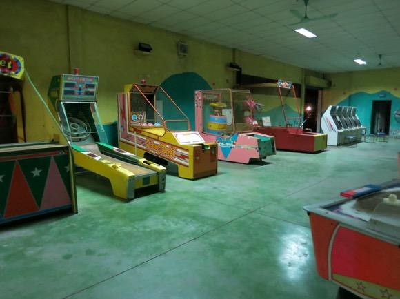 【いいのかそれで?】ベトナム・ハノイで世界一ヤル気のないゲームセンターを発見! Byクーロン黒沢