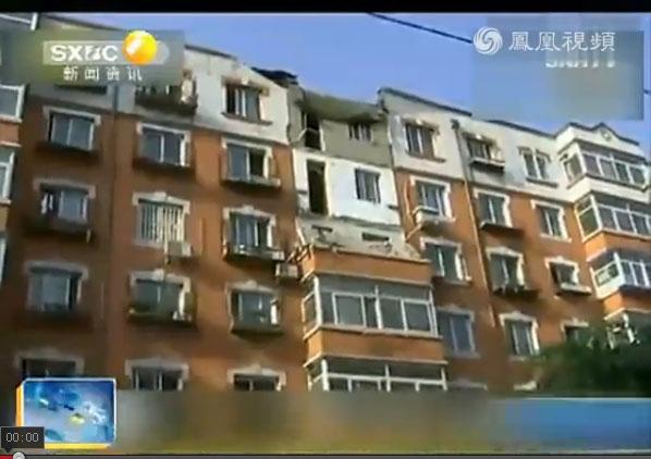 【ワケがわからないよ】中国でオバちゃんが餃子をつくる → 力を入れすぎてベランダが崩壊