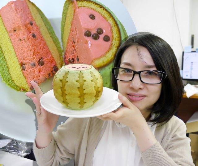 【夏スイーツ】味も食感も完熟スイカ! スイカの形のバウムクーヘンがめちゃウマ / シャリシャリ食感がたまらない千葉「ら・それいゆ」の『SUIKA』