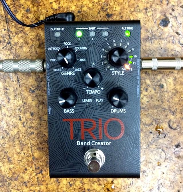 【ぼっちギタリスト必見】ギターを弾くと学習してベースとドラムを自動伴奏する「TRIO Band Creator」がハンパないッ!