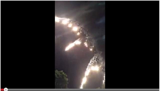 【衝撃動画】静岡県「富士まつり」の花火大会で火花が客に降りかかる瞬間