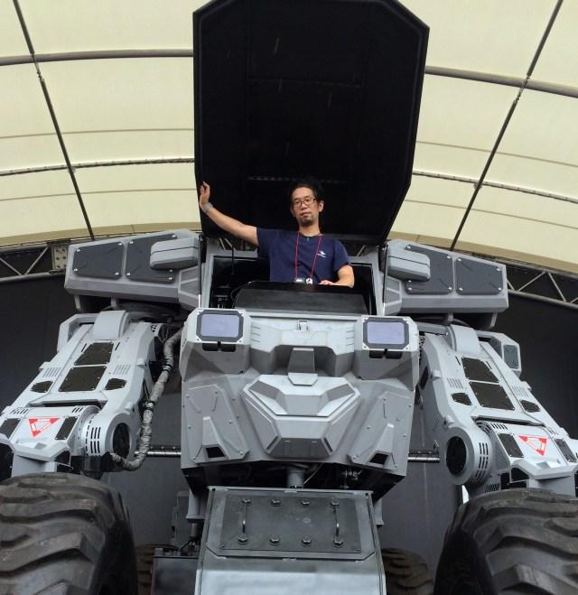 【画像動画アリ】総重量15トンの重機型巨大ロボット「スーパーガジラ」に乗ってみた!