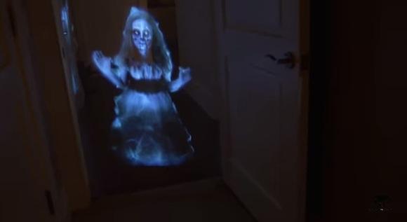 【衝撃動画】暗闇に少女の幽霊が浮かび上がるドッキリが怖すぎてトイレに行けなくなるレベル