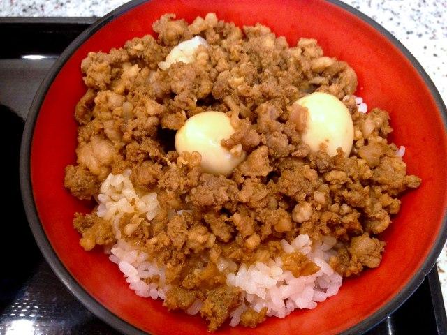 """お~い! いま『富士そば』で台湾屋台メシ """"魯肉飯(ルーローハン)"""" が食べられるぞ~っ / 意外と蕎麦と合って美味! 販売店舗の拡大希望なのだ"""